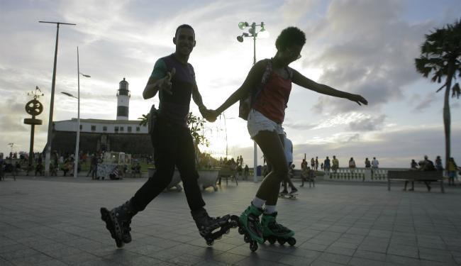 Os lugares mais procurados para andar de patins são a Barra e a pista dos Jardins dos Namorados - Foto: Edilson Lima / Ag. A TARDE
