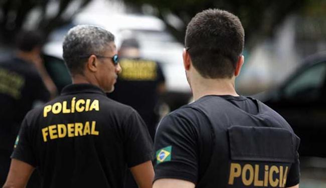 Policiais cumprem 15 mandados de busca e apreensão, seis de prisão e dois de condução coercitiva - Foto: Luiz Tito | Ag. A TARDE