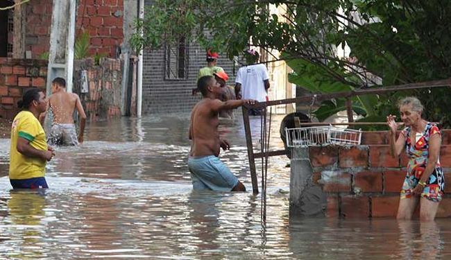 Moradores de Pirajá ficaram ilhados após chuva desta semana - Foto: Lúcio Távora   Ag. A TARDE