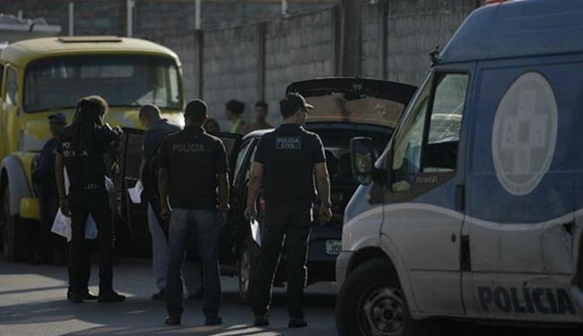 Corpo da vítima estava em um porta-malas - Foto: Edilson Lima | Ag. A TARDE