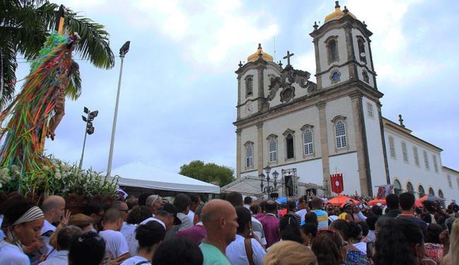 Fiéis participaram de procissão na tarde deste domingo - Foto: Edilson Lima | Ag. A TARDE