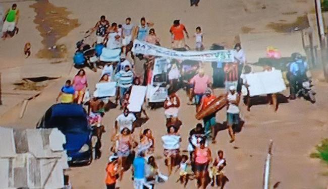 Os moradores pedem por melhorias no saneamento básico e por mais segurança - Foto: Reprodução   Tv Record