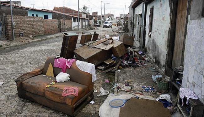 Cerca de mil famílias foram afetadas na cidade e 600 tiveram que deixar suas casas - Foto: Luiz Tito | Ag. A TARDE