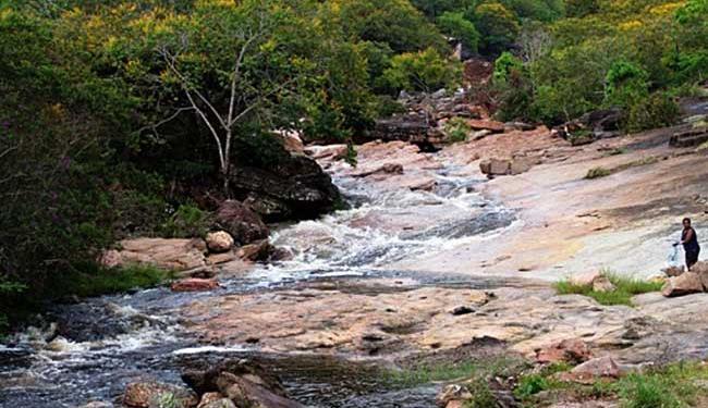 Rio voltou a ter um bom volume de água após chuvas - Foto: Reprodução | TrekEarth