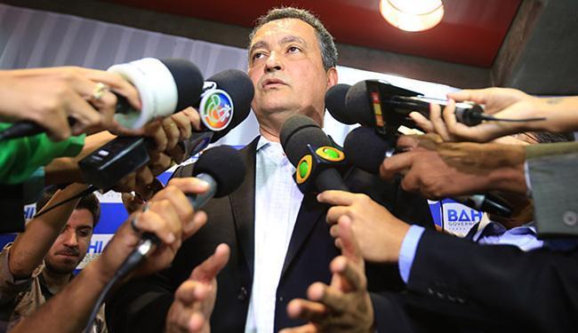 Rui Costa diz que cerca de 28 mil dos 267 mil funcionários recebiam os adicionais - Foto: Joá Souza l Ag. A TARDE l 29.10.2015