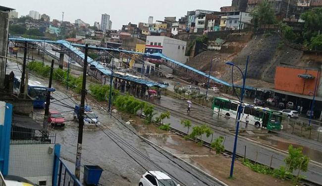 Forte chuva atingiu a cidade na manhã desta segunda-feira, 4 - Foto: Cidadão Repórter   Via WhatsApp