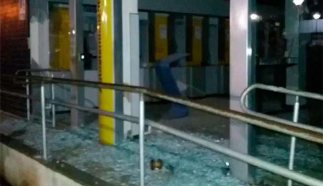Uma das agências atacadas foi a do Banco do Brasil - Foto: Reprodução | BlogBraga | Edivaldo Braga