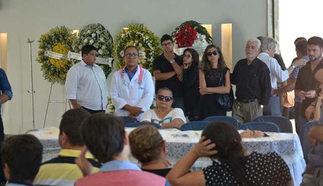 Amigos, familiares e fãs prestaram as últimas homenagens ao comediante - Foto: Chico Martins | Futura Press | Estadão Conteúdo