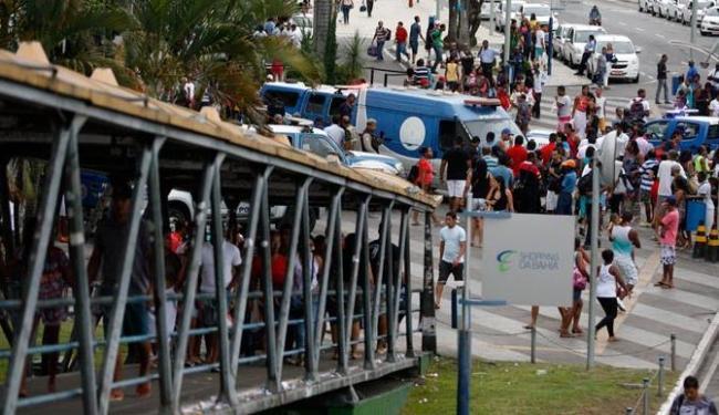 Crime aconteceu em passarela em frente a shopping de Salvador - Foto: Luiz Tito | Ag. A TARDE