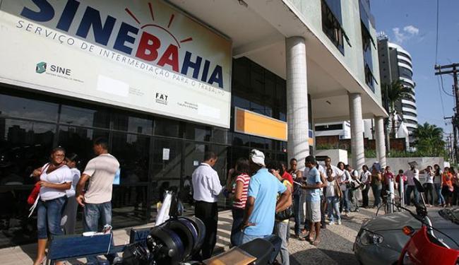 Os interessados em Salvador deverão se dirigir à unidade central do SineBahia - Foto: Arestides Baptista | Ag. A TARDE