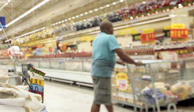 Economistas acreditam em recuperação na confiança do consumidor - Foto: Mila Cordeiro | Ag. A TARDE | 04.04.2014