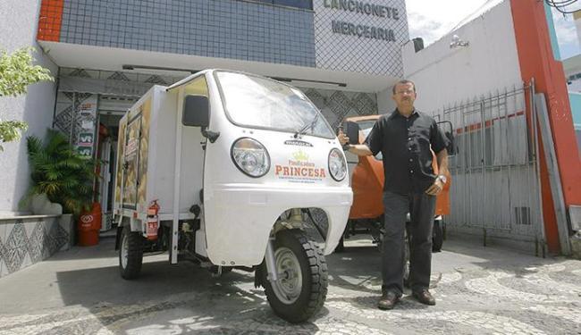 Giovani Ramos, da Princesa, trocou veículo de carga por tuk tuk - Foto: Adilton Venegeroles   Ag. A TARDE
