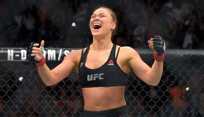 Ronda Rousey foi nocauteada e perdeu o título de campeã - Foto: Mark J. Terril l Associated Press