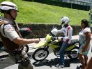 Policiais 'infiltrados' agem nos circuitos da folia - Foto: Luiz Tito l Ag. A TARDE