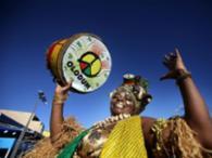 Foliões foram no batuque do Olodum - Foto: Raul Spinassé | Ag. A TARDE