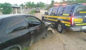 O veículo tinha placas de outro carro, roubado em outubro de 2012, em Salvador - Foto: Divulgação   PRF