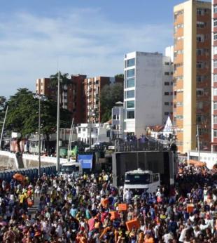 Homem é esfaqueado no circuito Dodô do Carnaval - Foto: Raul Spinassé   Ag. A TARDE
