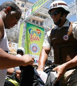 Mais de 3 mil objetos com potencial de arma branca são apreendidos no Carnaval - Foto: Luiz Tito | Ag. A Tarde