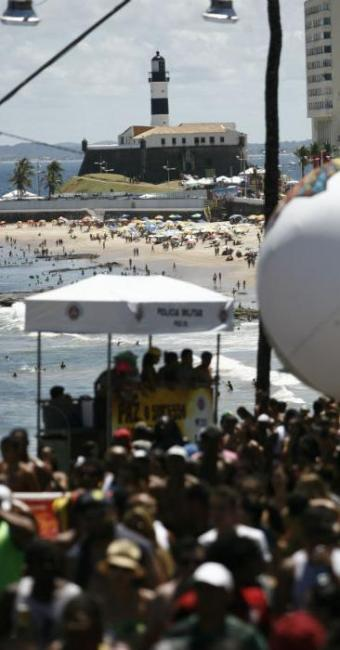 Multidão é esperada durante o arrastão na Barra - Foto: Raul Spinassé | Ag. A TARDE