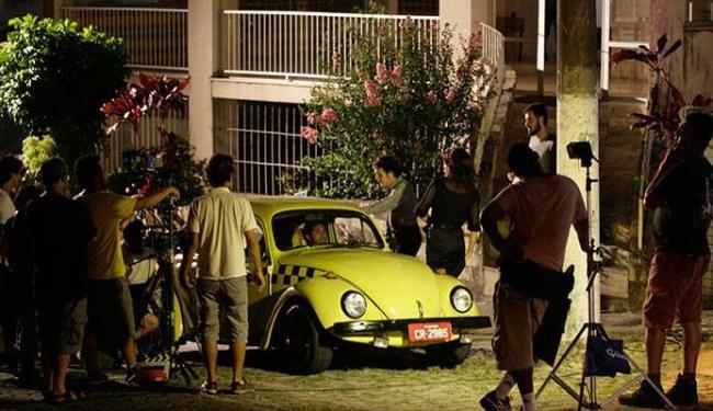 Gravação de cena que reconstitui táxi antigo - Foto: Mila Cordeiro | Ag. A TARDE