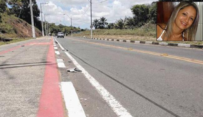 Ainda foi possível achar pedaços dos carros e marcas no asfalto nesta segunda-feira, 1º - Foto: Rodrigo Meneses   Ag. A TARDE