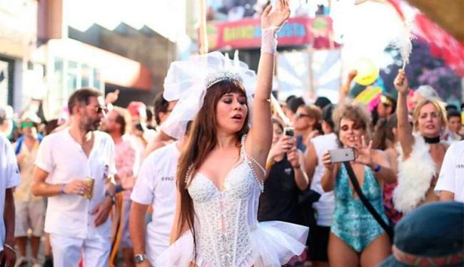 Alessandra usou a fantasia para desfilar como rainha do bloco Acadêmicos do Baixo Augusta - Foto: Reprodução   Twitter