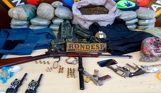 O material e os suspeitos foram apresentados na Delegacia Territorial/17ª COORPIN de Juazeiro - Foto: Divulgação | Polícia Militar