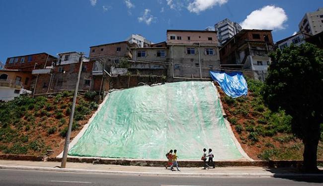 Área de risco no bairro dos Barris serviu como teste para a aplicação do sistema de manta de concret - Foto: Raul Spinassé l Ag. A TARDE