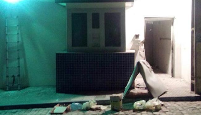 Cofre do BB de Jacobina foi explodido por assaltantes na madrugada desta terça-feira - Foto: Reprodução l augustourgente.com.br