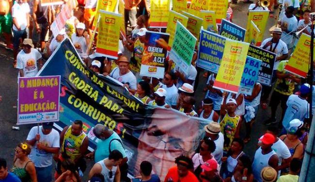 Pessoas manifestam contra PDDU de salvador e Eduardo Cunha - Foto: Teófilo Henrique | Ag. A TARDE