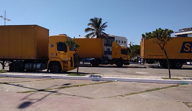 Carretas ficam estacionadas na orla da Boca do Rio - Foto: Yuri Pastori l Ag. A TARDE
