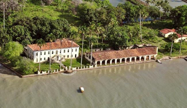 O casarão da Ilha de Cajaíba, recuperado pela Globo, é o principal cenário da novela
