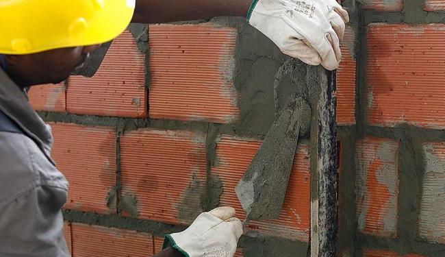 Setor da construção civil é um dos afetados - Foto: Iracema Chequer | Ag. A TARDE