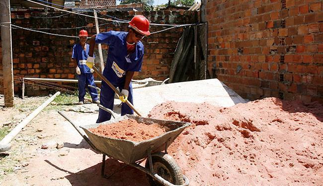 Este é o vigésimo quarto resultado negativo consecutivo na venda de material de construção civil - Foto: Adilton Venegeroles | Ag. A TARDE