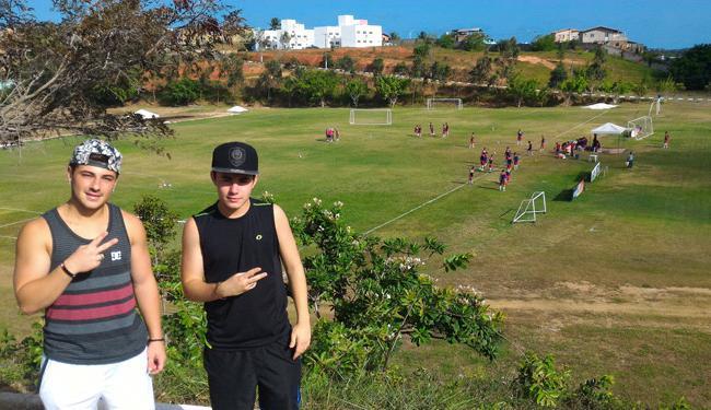 Diego (esquerda) e Marcel no Fazendão: filhos de Doriva têm dupla de sertanejo universitário - Foto: Vitor Villar | Ag. A TARDE