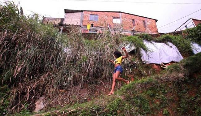 Período de chuvas é perigoso para quem vive em encostas - Foto: Lúcio Távora | Ag. A TARDE