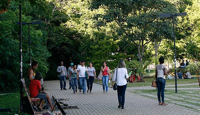 Estudantes e funcionários circulam com mais tranquilidade durante o dia - Foto: Margarida Neide l Ag. A TARDE