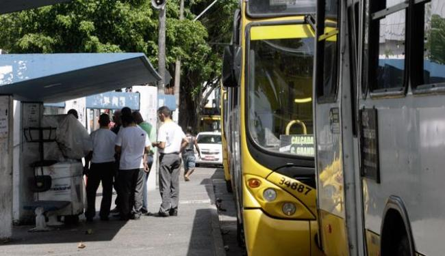 Rodoviários reclamam de insegurança no final de linha do bairro - Foto: Edilson Lima | Ag. A TARDE