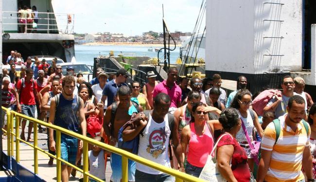 Segundo a administração, o ferryboat vai operar por 24 horas para atender o fluxo do feriadão - Foto: Luciano da Matta / Ag. A TARDE