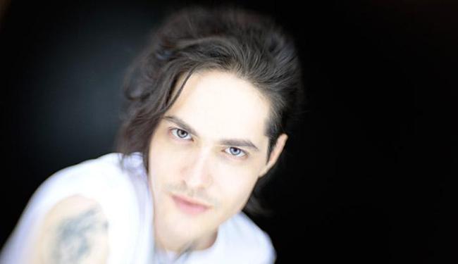 O cantor gaúcho Filipe Catto é destaque na cena brasileira contemporânea - Foto: Gal Oppido l Divulgação
