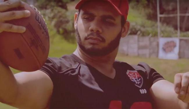Brincadeira tem objetivo de convocar atletas para time de Futebol Americano - Foto: Reprodução   Youtube