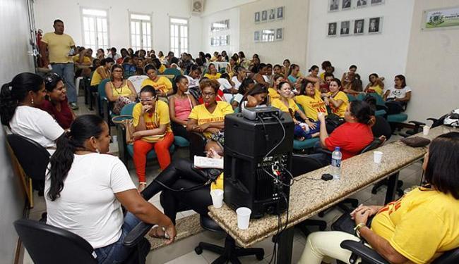 Grevistas da rede municipal ocuparam espaço desde esta segunda-feira, 29 - Foto: Luiz Tito l Ag. A TARDE