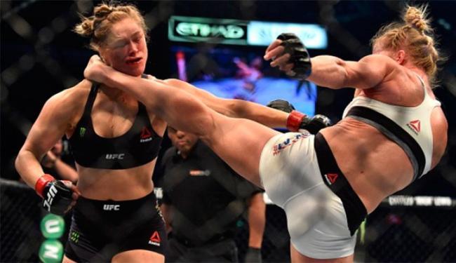 Ronda foi nocauteada após sequência de golpes logo no início do segundo round - Foto: Divulgação   UFC