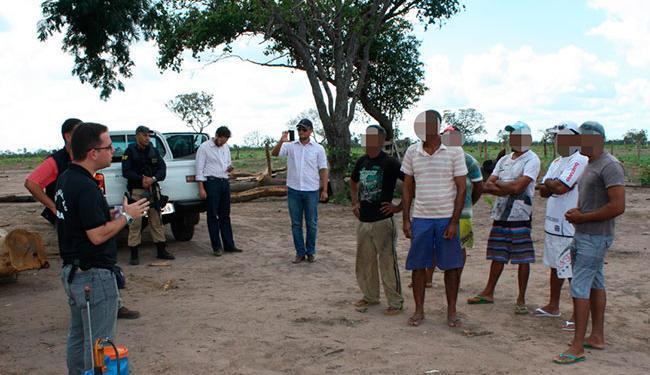 Agentes da Polícia Rodoviária Federal levaram os seis homens para suas respectivas casas - Foto: Divulgação | PRF
