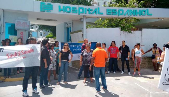 Trabalhadores se reuniram em frente ao Hospital Espanhol - Foto: Edilson Lima | Ag. A TARDE