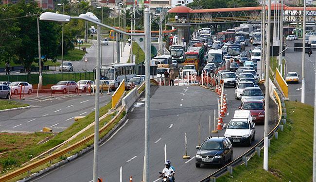 Os veículos serão impedidos de trafegar pela subida da Ligação Iguatemi-Paralela (LIP) nesta quarta - Foto: Elói Corrêa | Ag. A TARDE | 16.07.2008