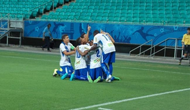 Jogadores do Galícia comemoram um gols dos na partida - Foto: Hilton Oliveira l Galícia Esporte Clube