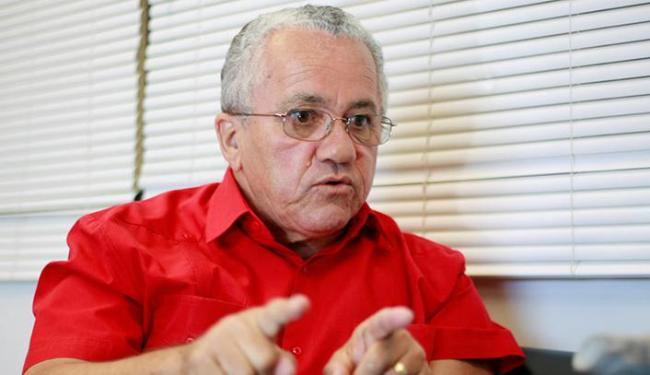 Secretário Josias Gomes diz que empréstimos estão dentro do pacote para enfrentar a crise - Foto: Joá Souza | Ag. A TARDE