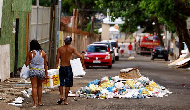 Além do órgão municipal, 13 cooperativas estão fazendo a coleta de materiais recicláveis - Foto: Fernando Vivas | Ag. A TARDE | 05/03/2014