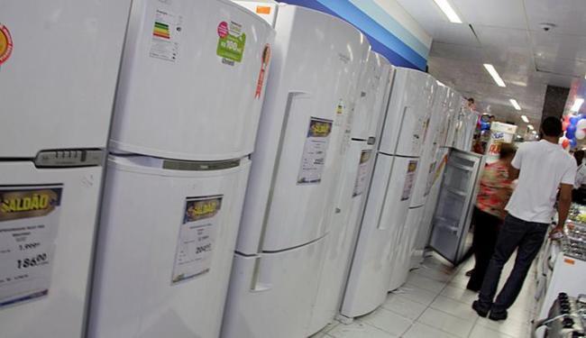 As lojas de móveis e eletrodomésticos amargaram uma queda de 14% nas vendas no ano passado - Foto: Joá Souza l Ag. A TARDE l 28.11.2014
